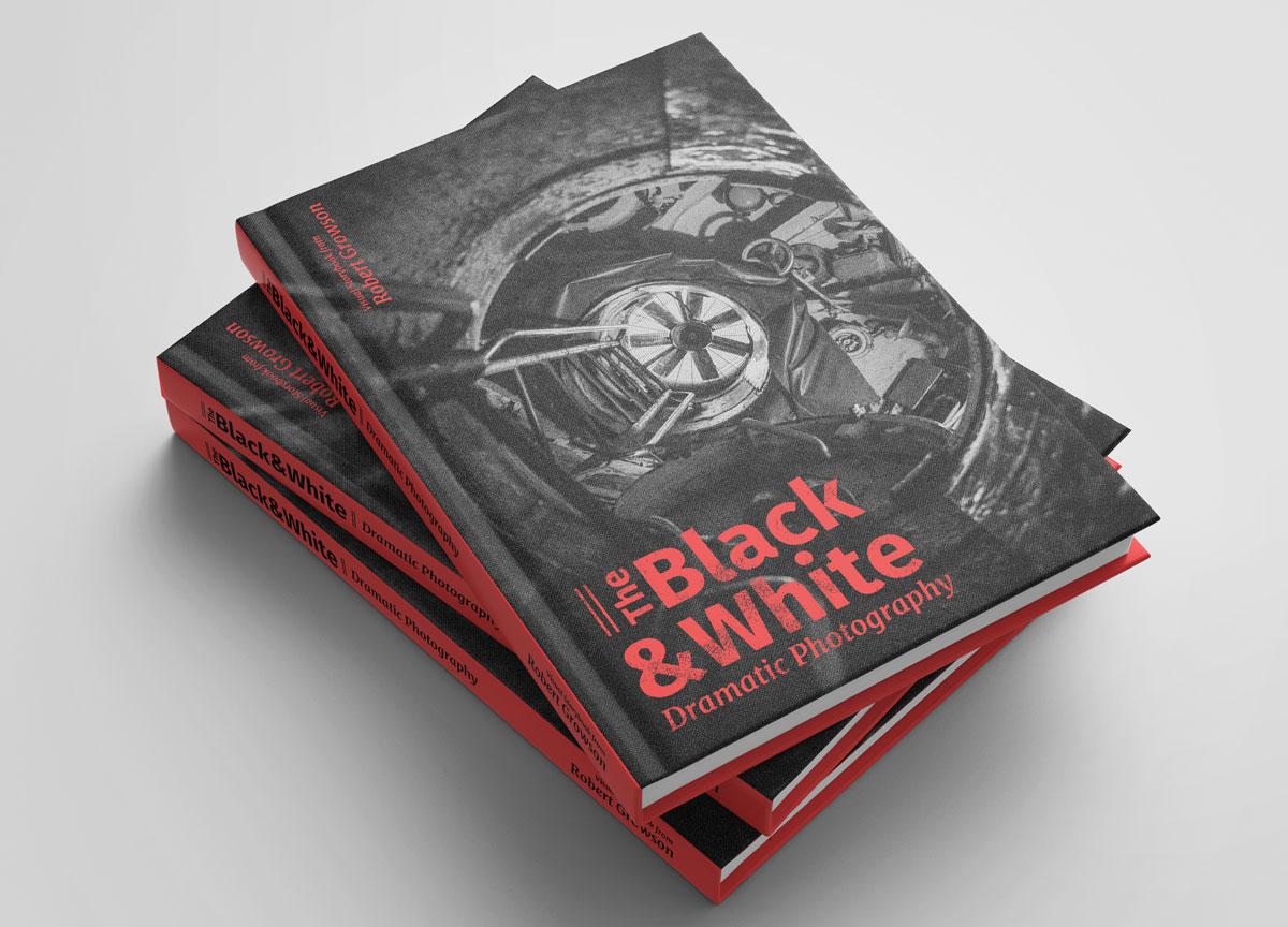 The Black & White - Dramatische Fotografie - Buchstapel